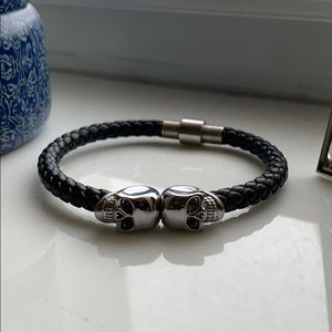 North skull men's leather and silver bracelet